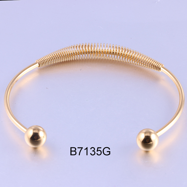 B7135G golden open beads sta...